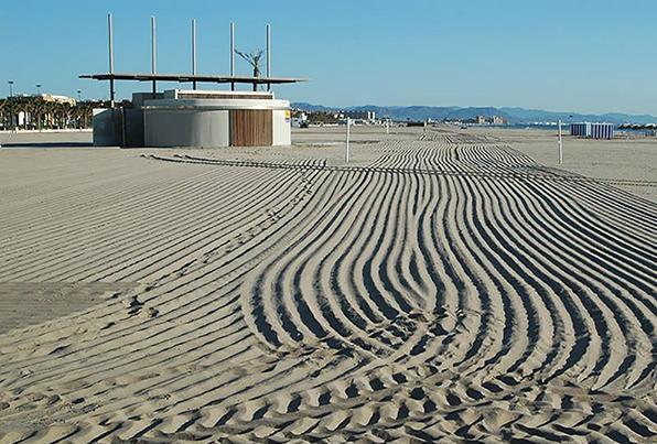 Valencia. Equipamiento de servicios en la playa de Las Arenas y La Malvarrosa